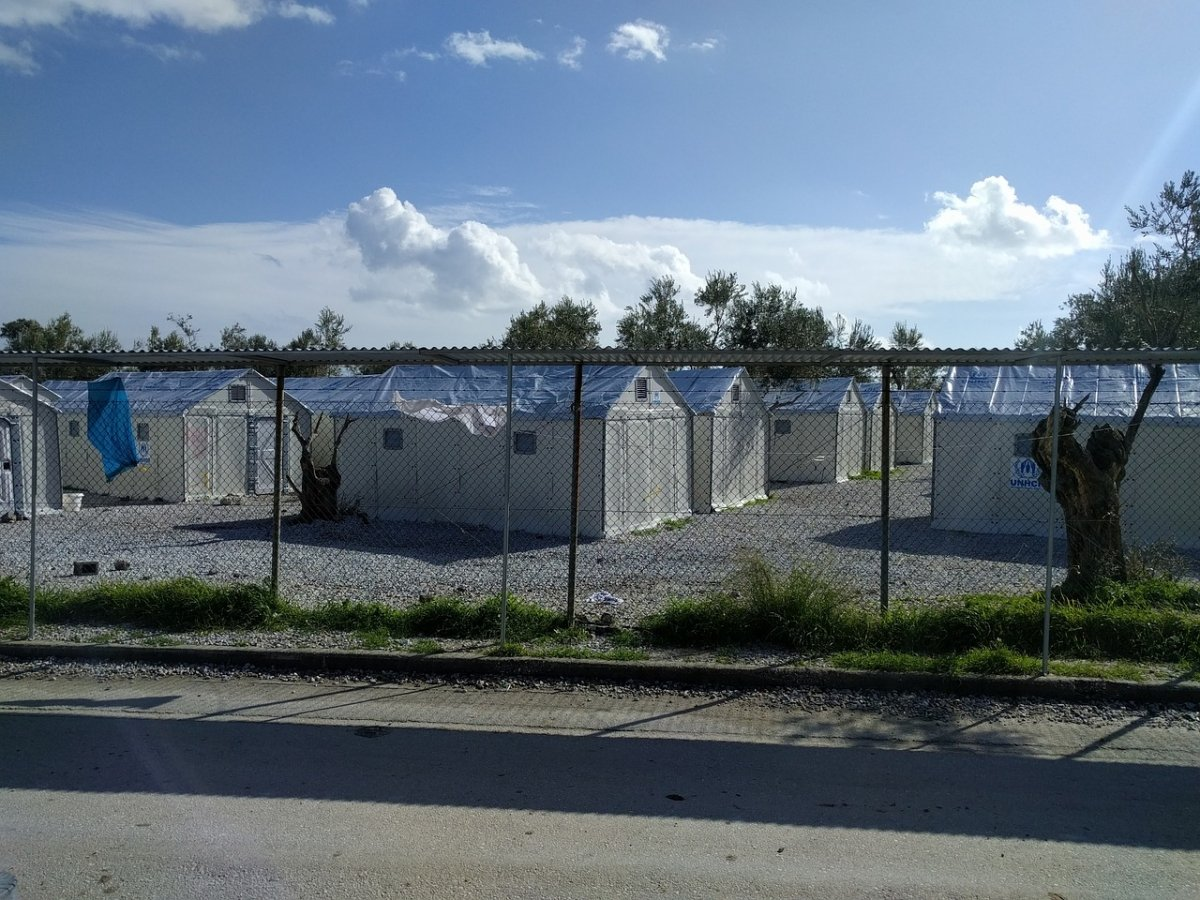 Afueras del campamento de refugiados en Lesvos, hoy en día.