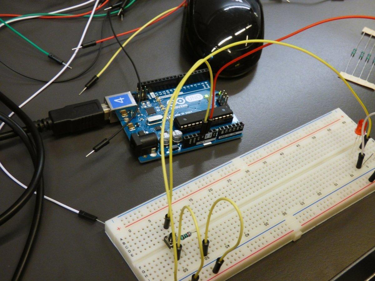 Algunos microcontroladores como Arduino se usan en robótica