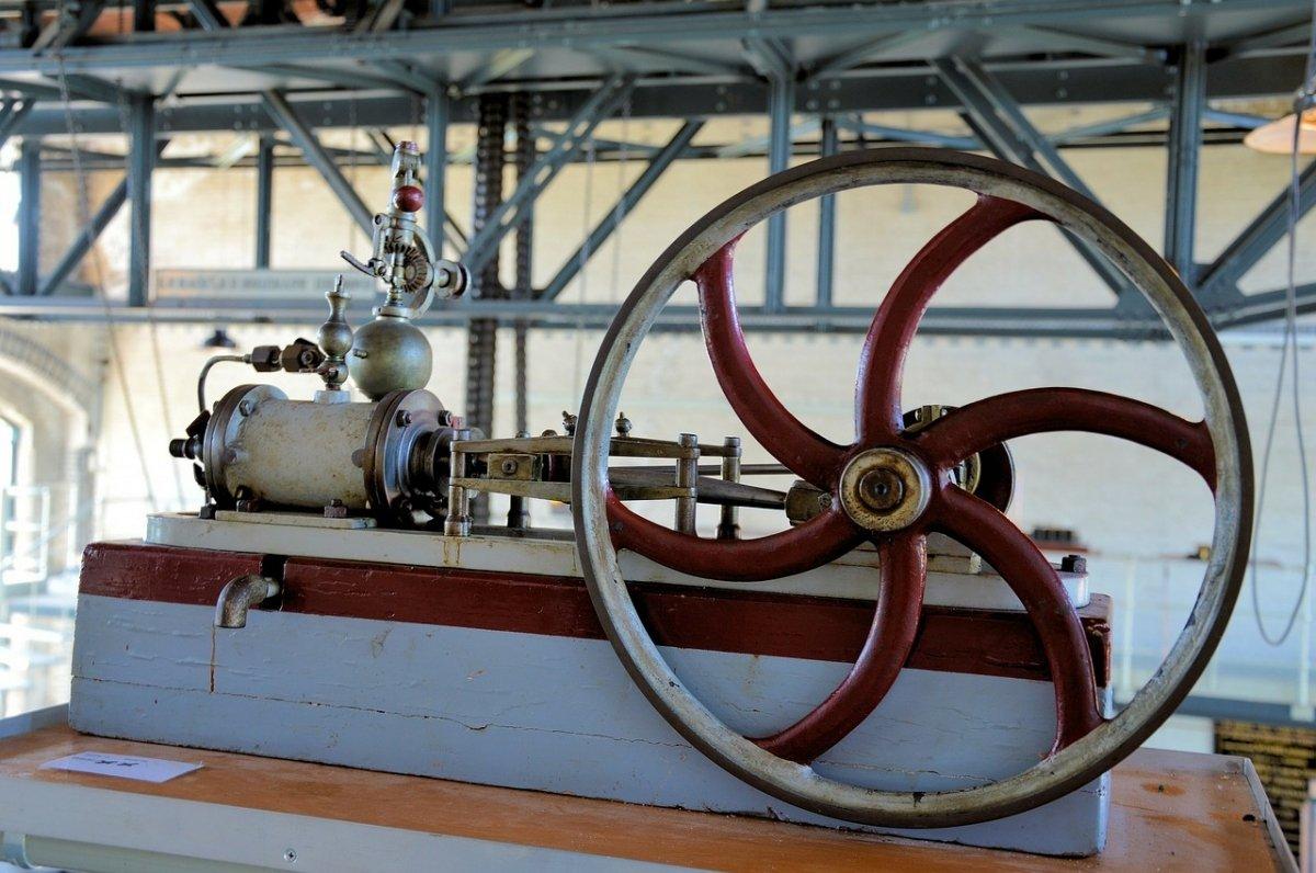 Antigua máquina industrial a vapor
