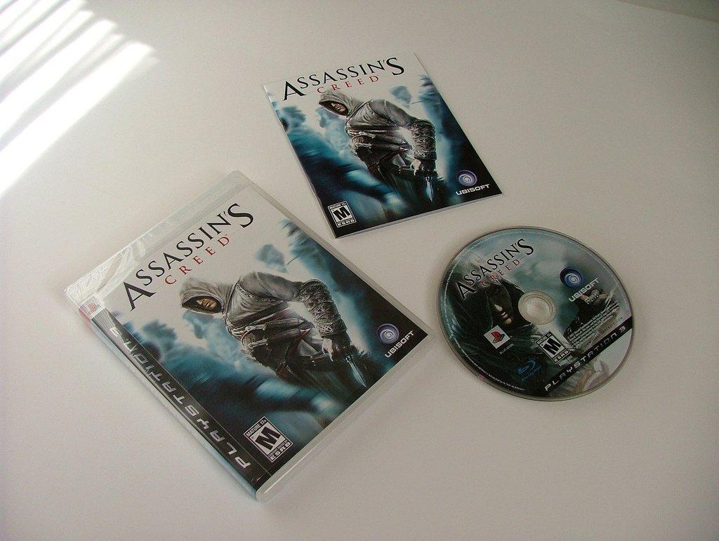 Assassin's Creed con su manual de usuario