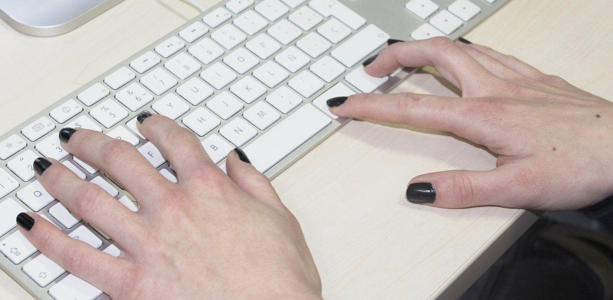 Atajo con Cmd en un teclado Mac