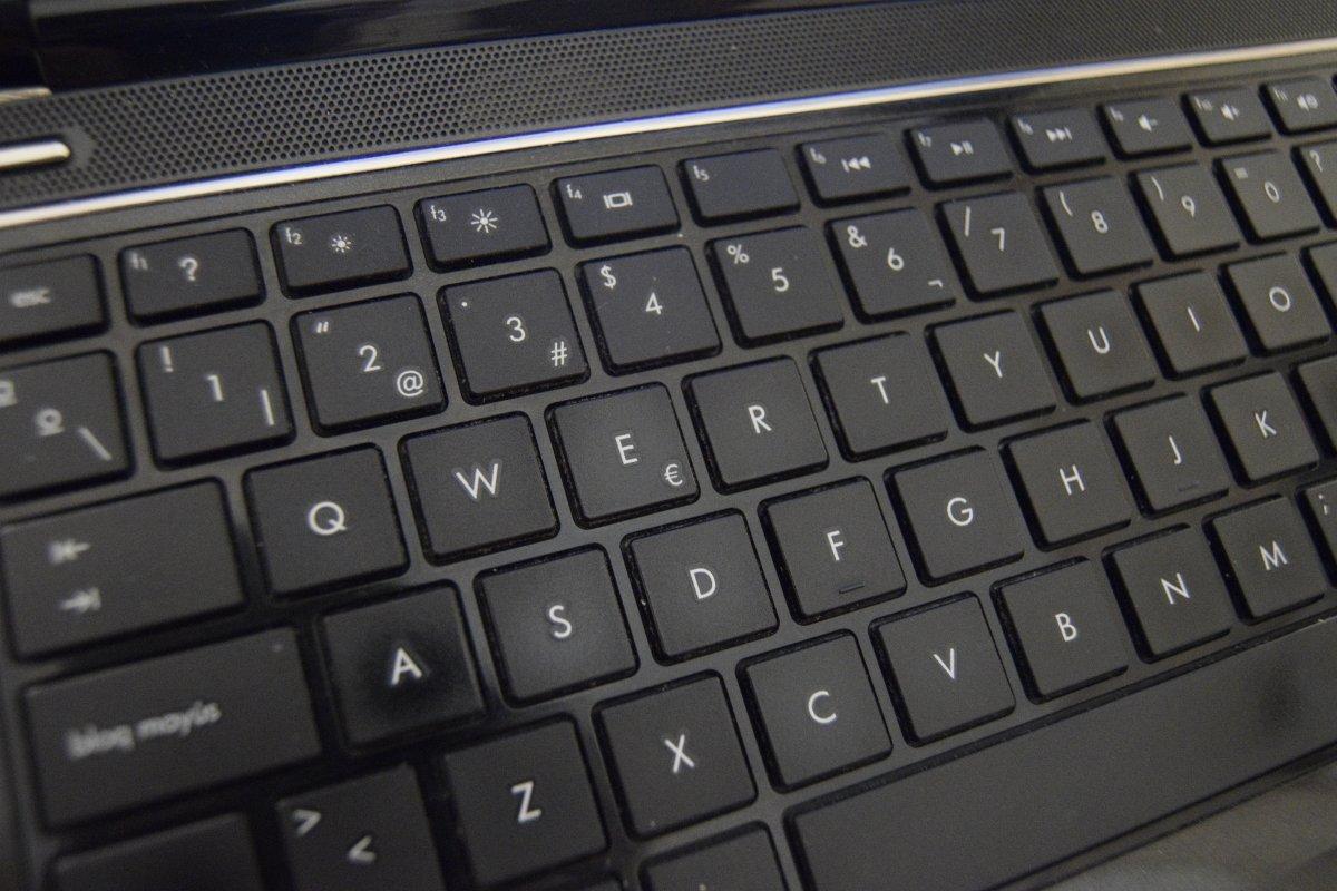 Aunque ya no usamos máquinas de escribir, el QWERTY sigue siendo la distribución que usamos
