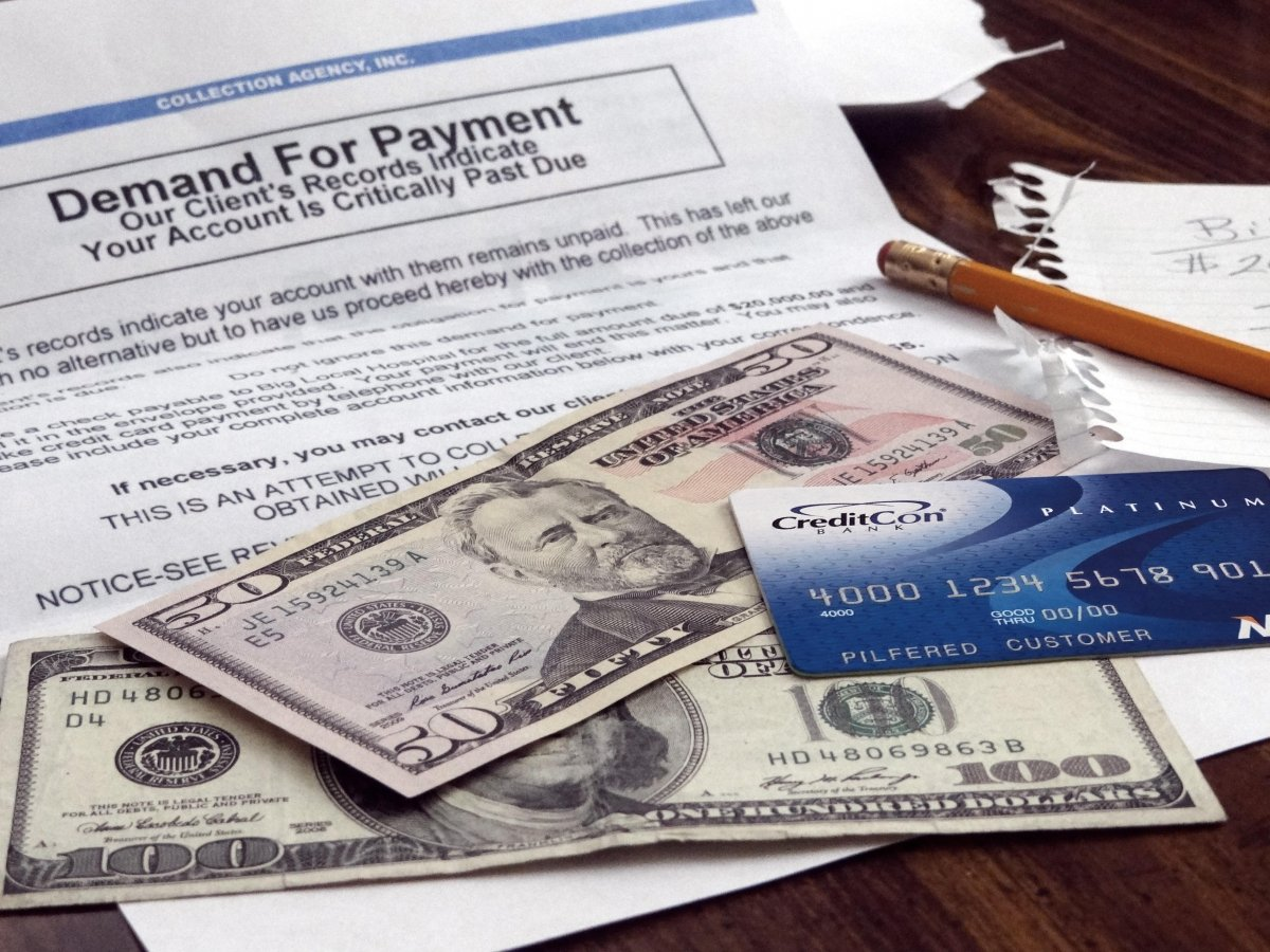 Billetes y tarjeta de crédito