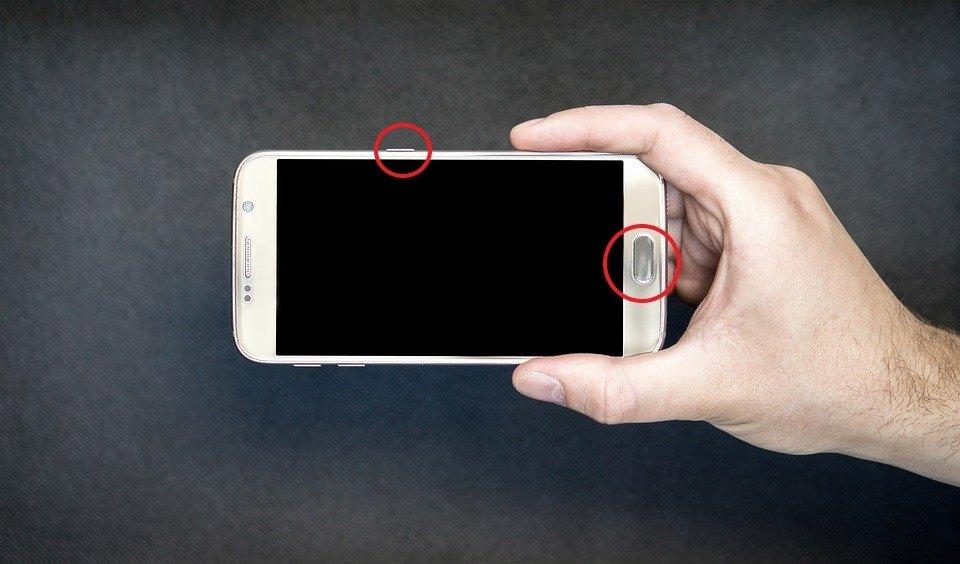 Captura de pantalla en Android con botón de Inicio y botón de encendido