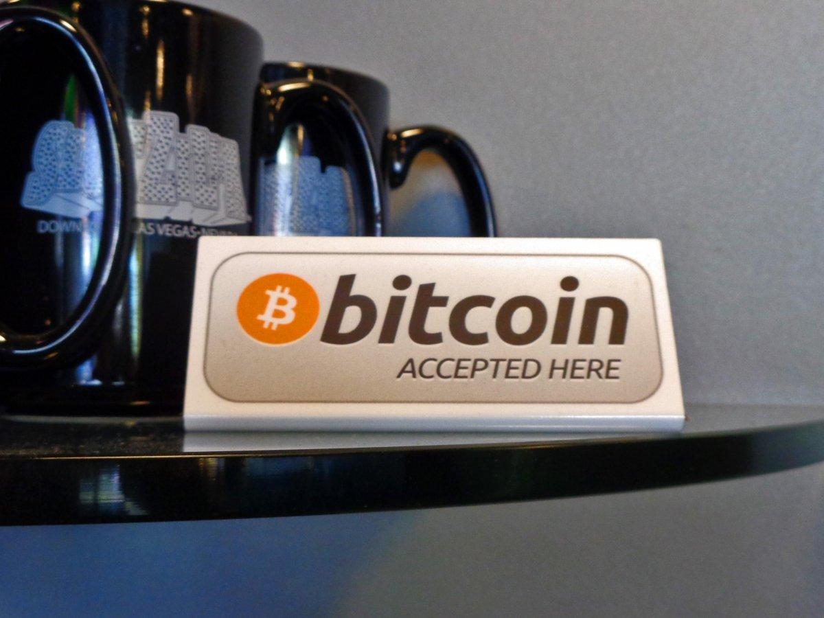 Cartel de Bitcoin en un comercio