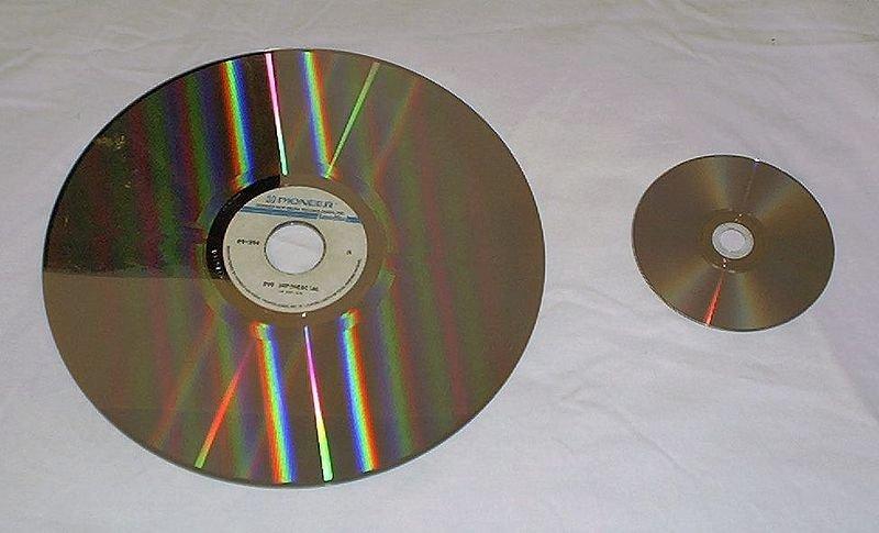 Comparativa de tamaño entre un LD y un DVD