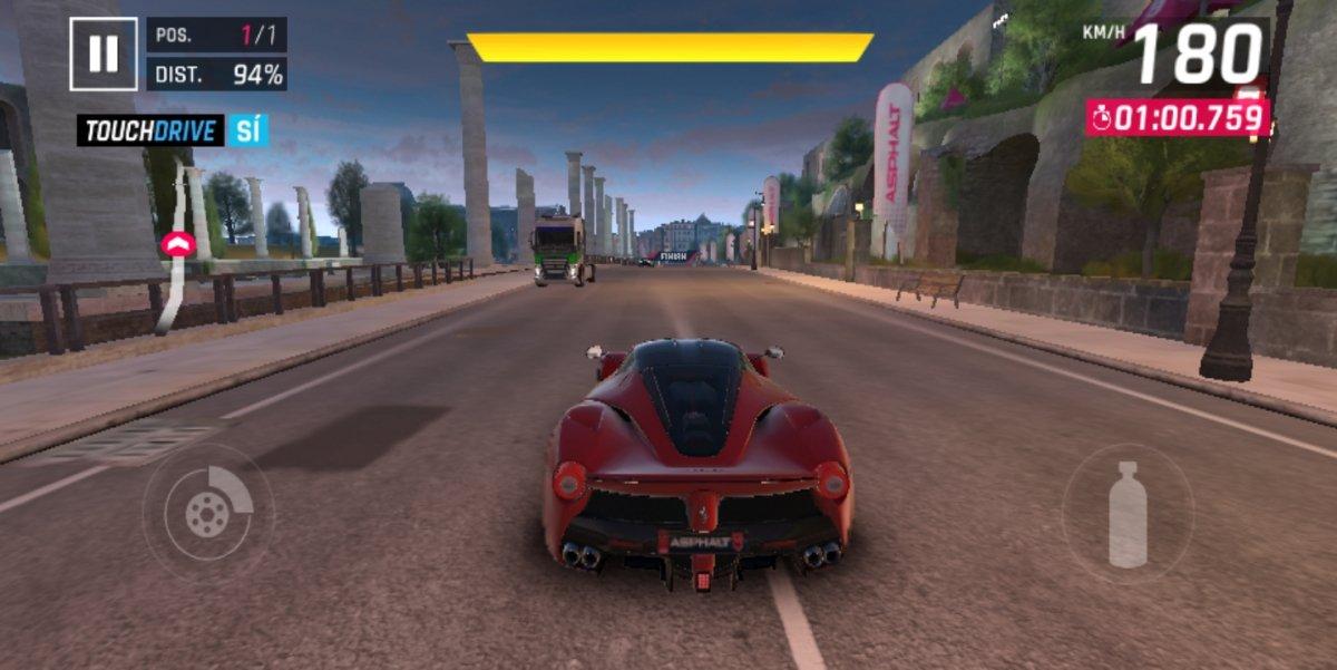 Conducción de un Ferrari en Asphalt 9