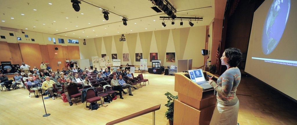 Conferencia con apoyo de diapositivas
