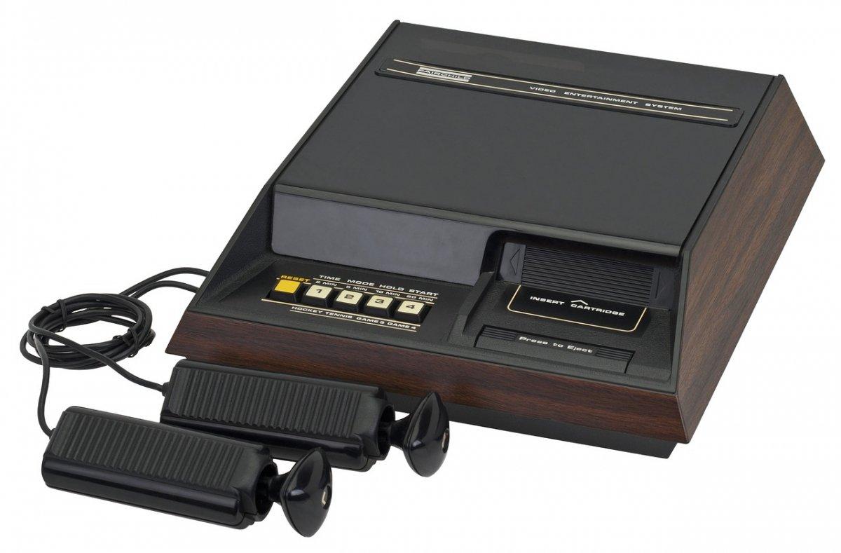 Consola Fairchild Channel F expuesta