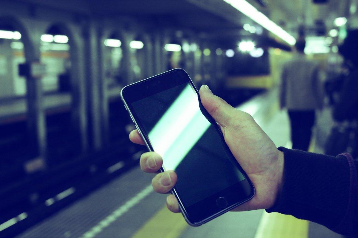 Cuidado cuando utilices tu iPhone en lugares públicos