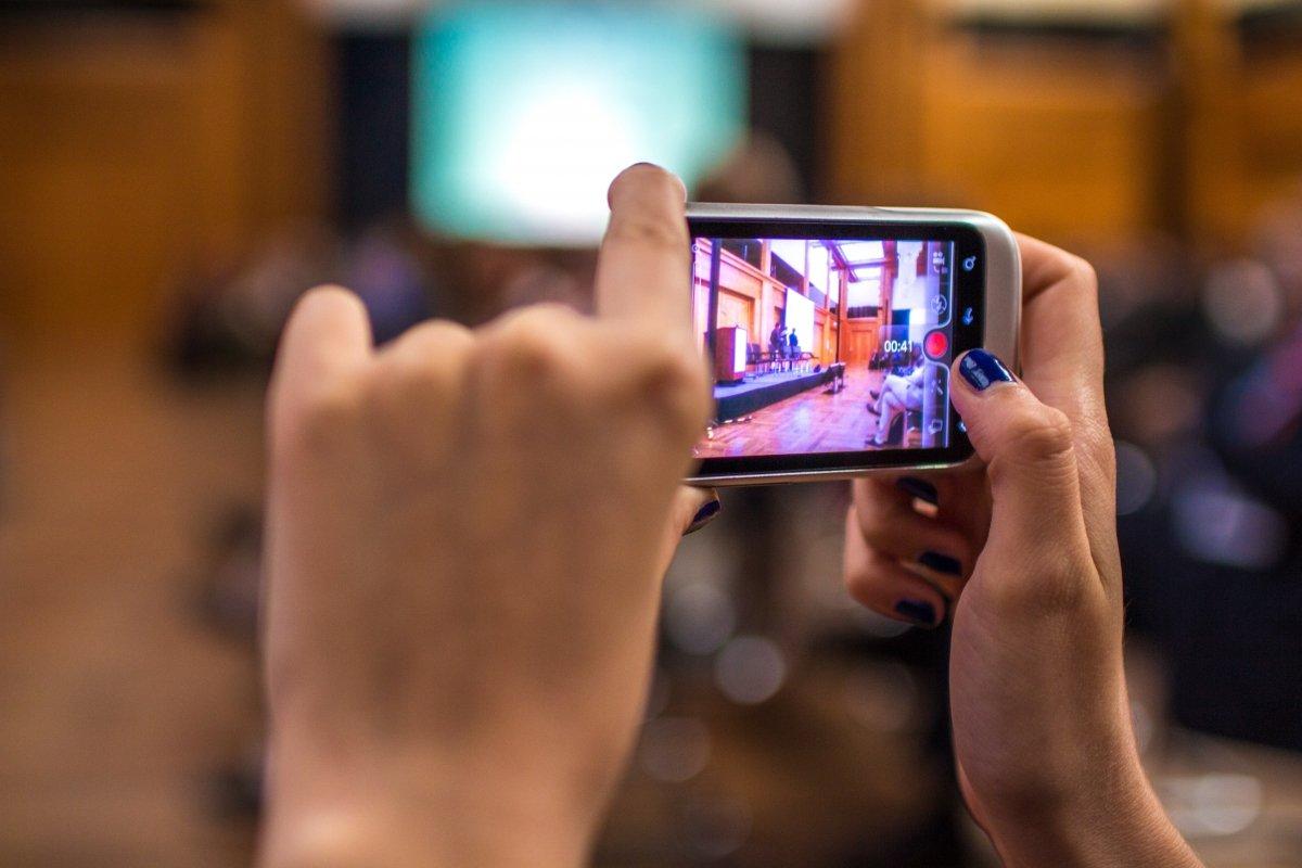 Desde un móvil se puede grabar vídeo y posteriormente editarlo