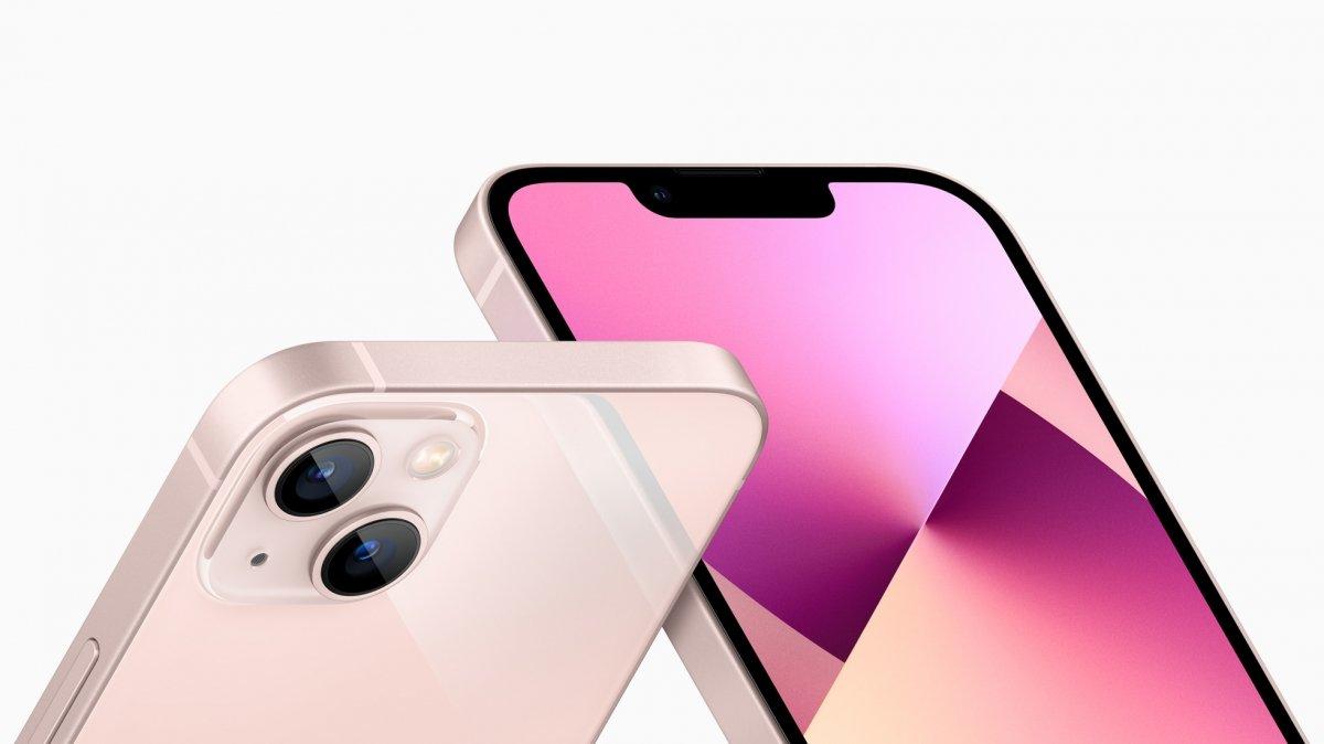Detalle del iPhone 13 Mini rosa