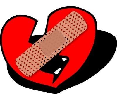 Dibujo de un corazón roto con tirita