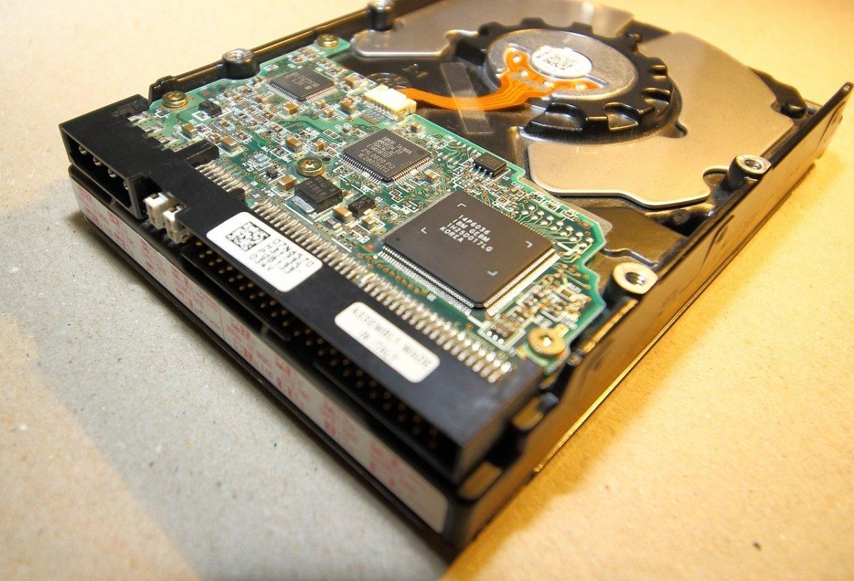 Distintos discos duros cifrados habrían contenido todos los documentos