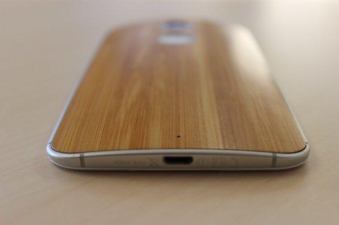 El Moto X con su característica carcasa de bambú
