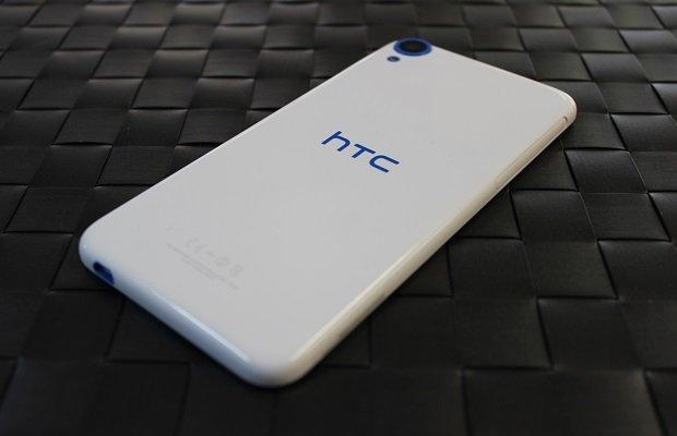 El plástico del HTC Desire 820 en blanco Santorini