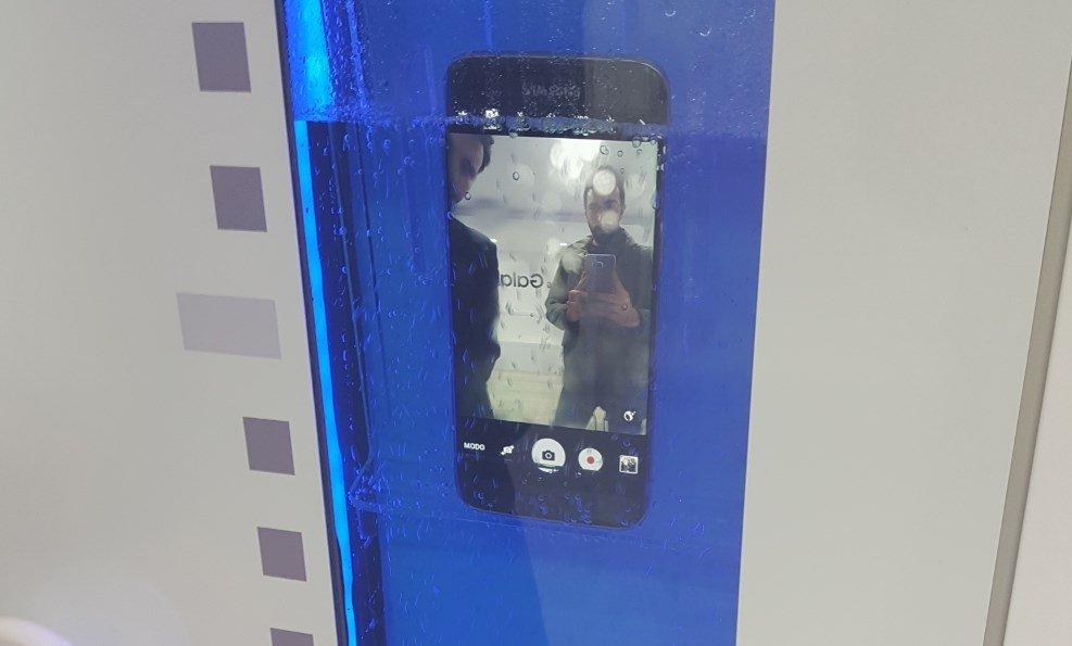 El Samsung Galaxy S7 sumergido sacando selfies