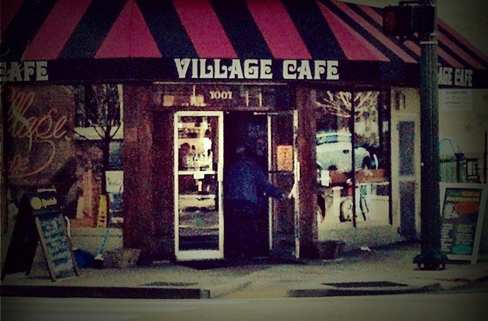 Escaparate de The Village Café, sitio donde tuvo lugar el hurto.