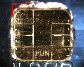 Este es el chip FUN usado para hackear las tarjetas soldado al chip original