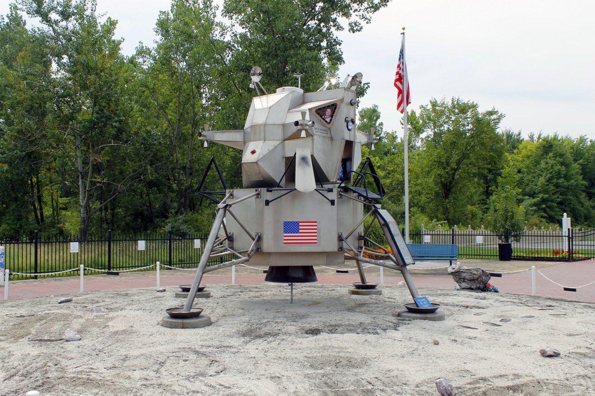 """Este es el primer módulo lunar, """"el águila ha alunizado"""""""