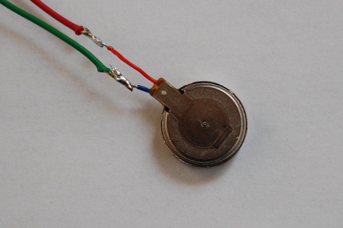 Este pequeño motor se encarga de hacer que nuestro teléfono vibre