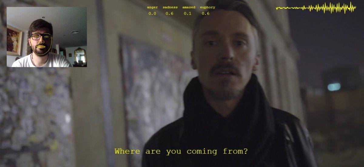 Este soy yo intentando entrar al Berghain, y el otro es Sven, que no me va a dejar