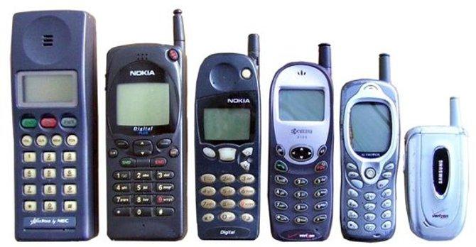 Evolución del móvil. Durante años tendió a disminuir su tamaño.