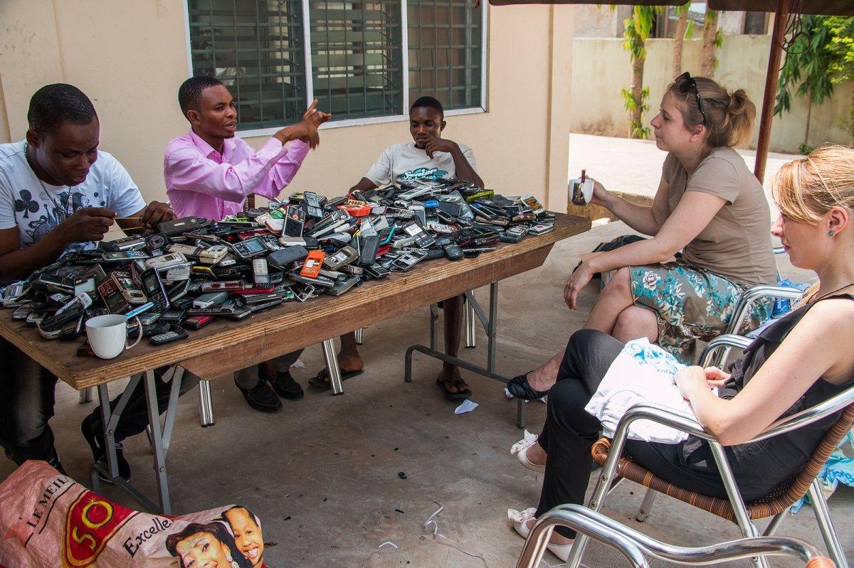 Fairphone trabaja directamente en el terreno consiguiendo materiales para reciclar