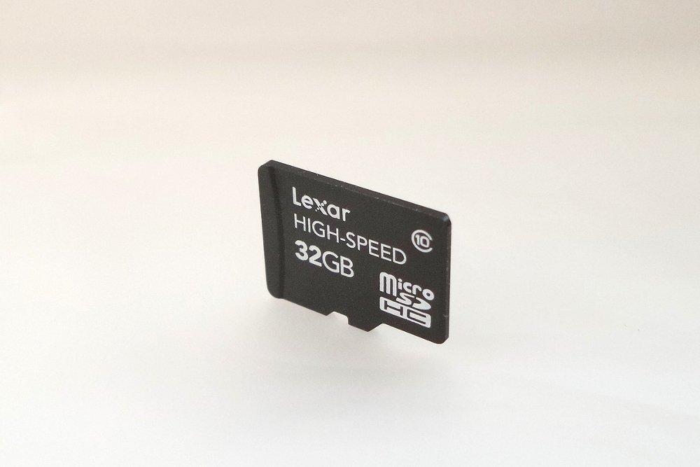 Foto de una tarjeta MicroSD