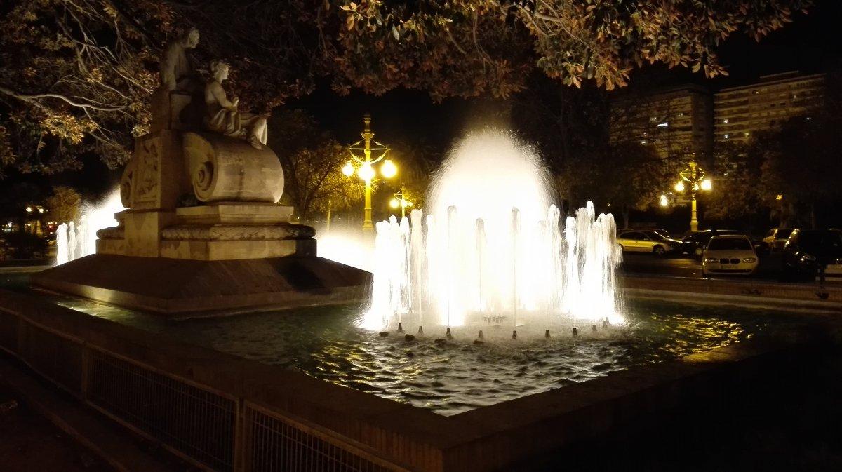 Fuente de Valencia de Noche