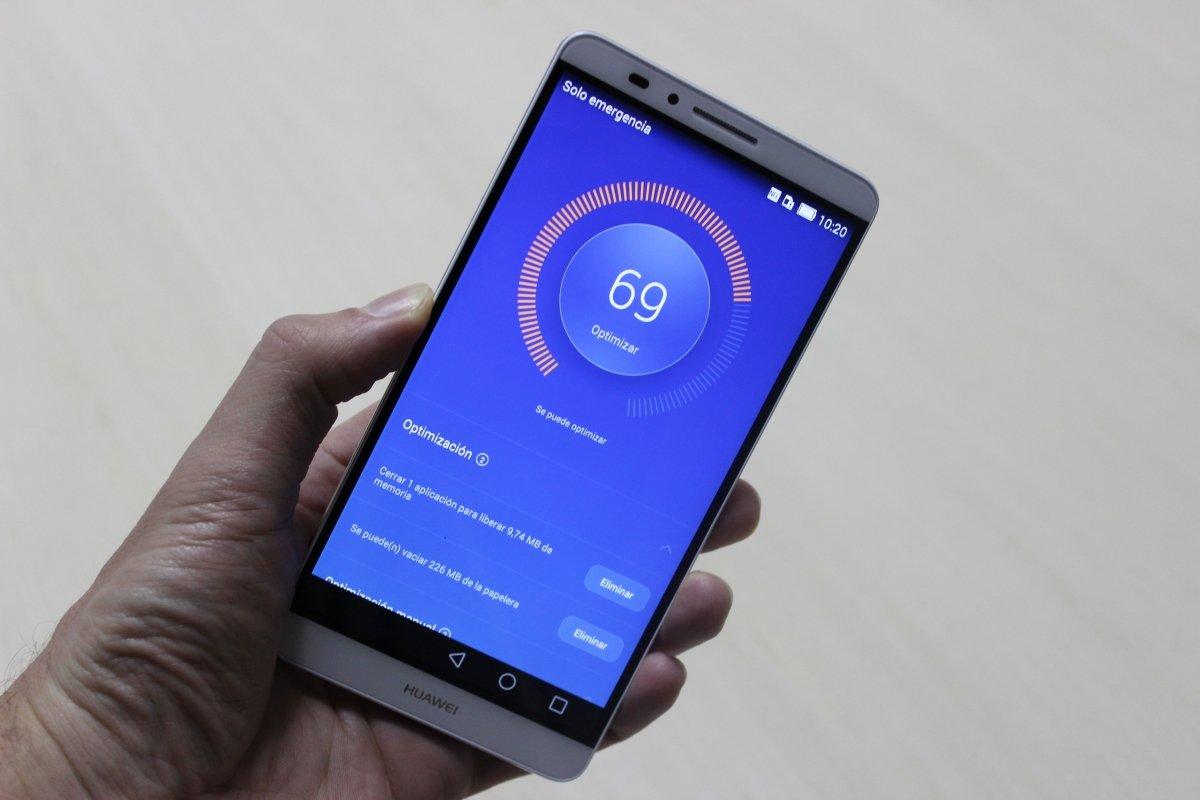 Huawei Ascend Mate 7 ejecutando un proceso de optimización