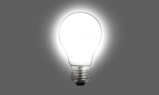 Imagen de una bombilla encendida, símbolo del nacimiento de una idea
