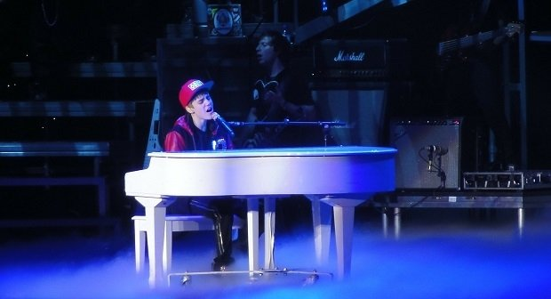 Justin Bieber, haciendo como que canta