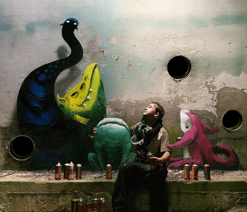 Kim Kwacz con sus monstruos
