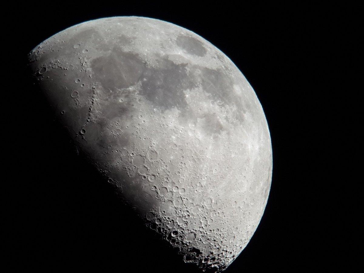 La faz de la luna se vería alterada por un anillo artificial tan grande como su Ecuador