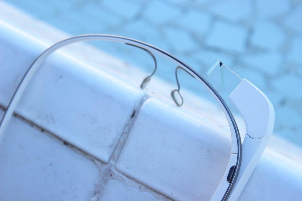 La parte delantera de las Google Glass en detalle