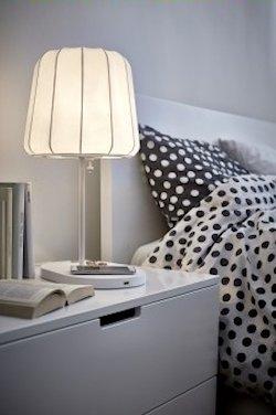 Lámpara de IKEA con punto de carga inalámbrico