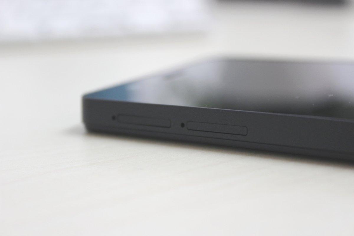 Las dos ranuras para tarjetas SIM que tiene el BQ Aquaris M5