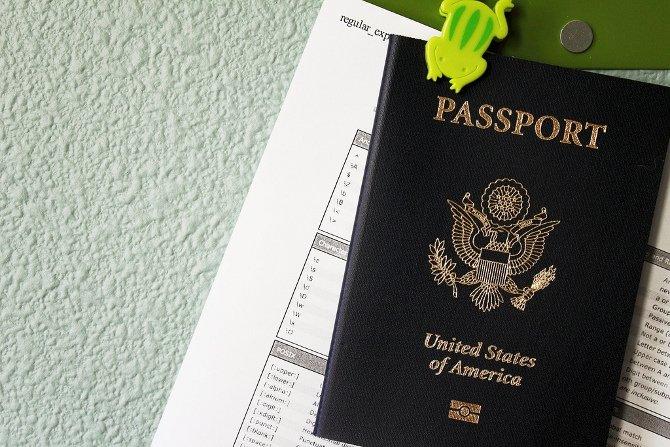 Lo de llevar documentos encima como el pasaporte podría ser pronto algo del pasado