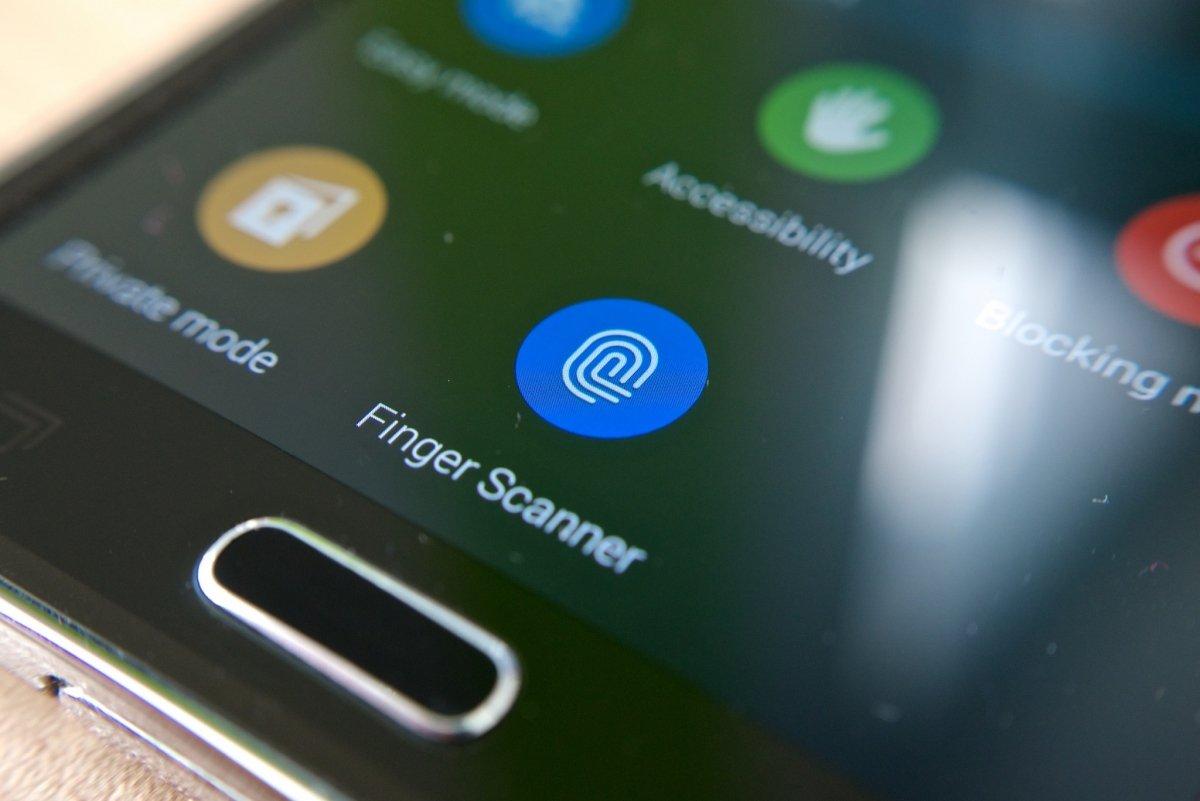Los dispositivos móviles han sido los más recientes en adoptar lectores de huellas