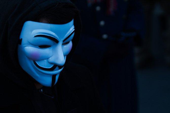 Los gobiernos penalizan el anonimato y la privacidad en la red