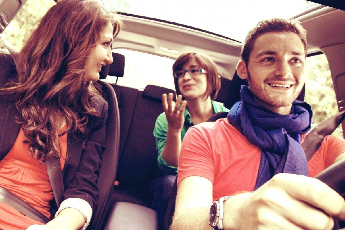 Los usuarios, aseguran, que compartir coche también forja amistades