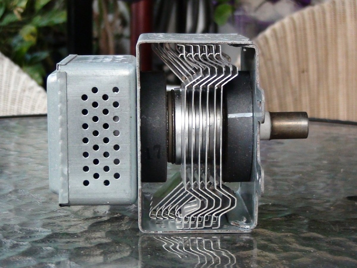 Magnetrón, el dispositivo que transforma la energía eléctrica en energía electromagnética