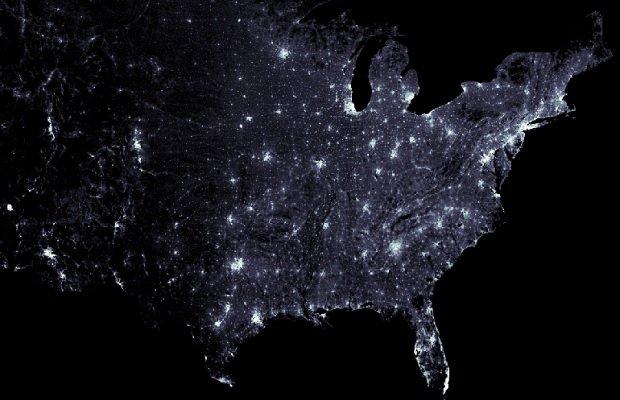 Mapa de EE.UU. donde se observa las zonas más pobladas en blanco