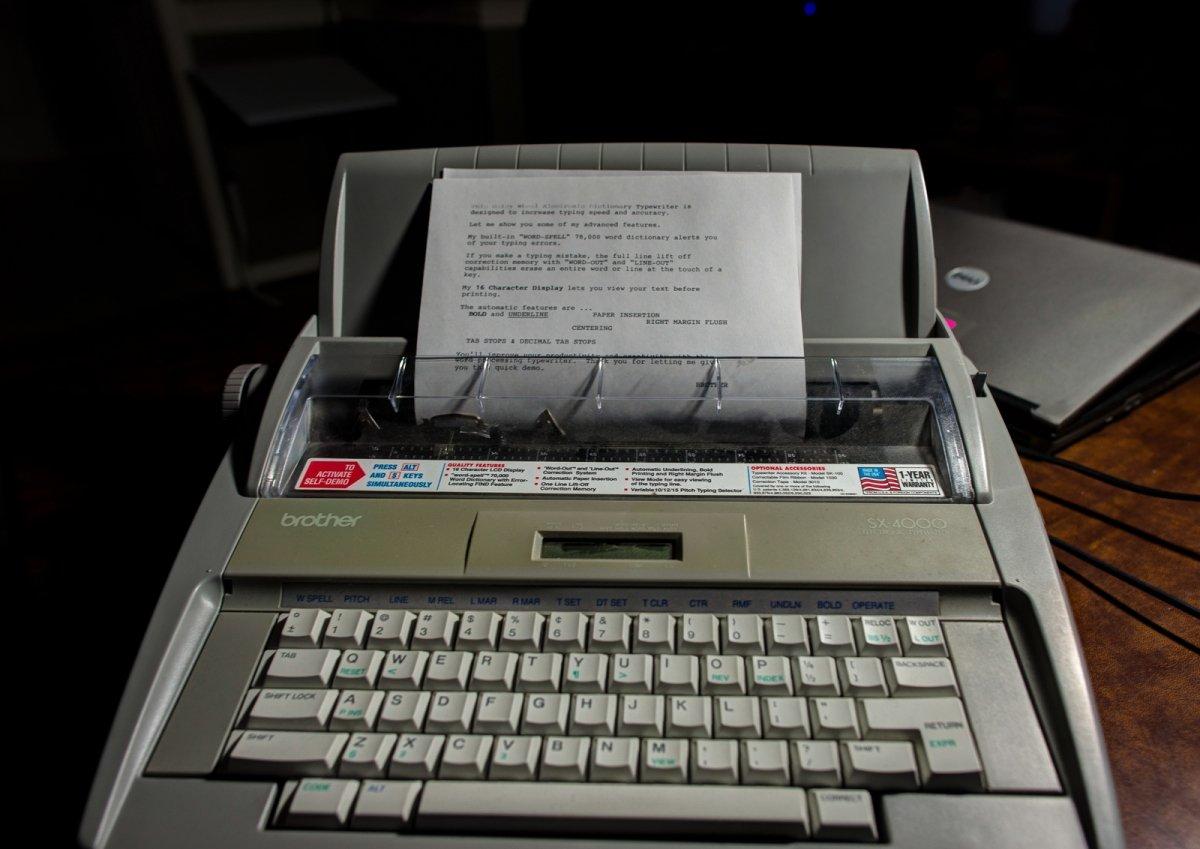 Máquina de escribir electrónica fabricada por Brother