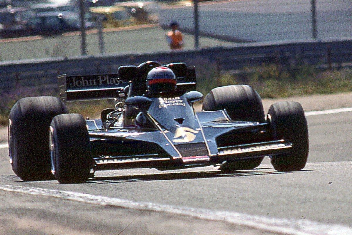 Mario Andretti compitiendo en El Jarama, 1977