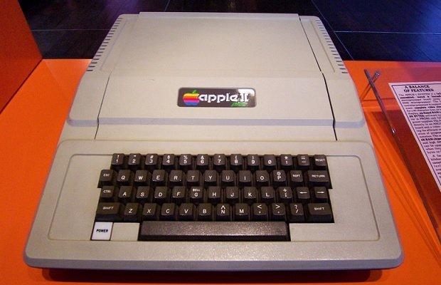 Modelo de Apple II expuesto en el Museo de Informática de Paris