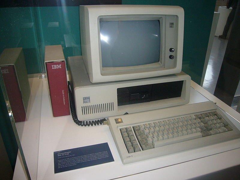 Ordenador IBM de principios de los '80