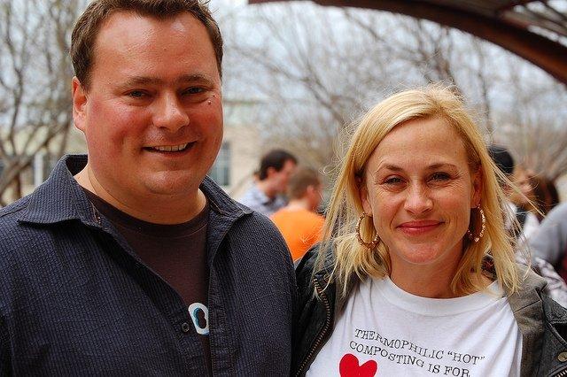 Patricia Arquette (derecha), Avery Ryan en CSI Cyber