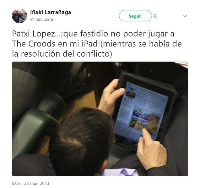 Patxi López, descargando The Croods en su iPad